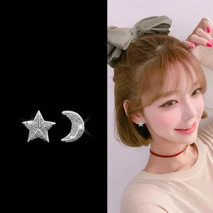 C01A00014 sparkling star and moon earrings