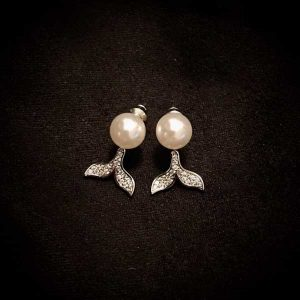 Mini pearl with sparkling mermaid tail earrings